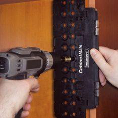 ŠABLONA CabinetMate ZA IZVRTINE ZA POLICE Ø5mm